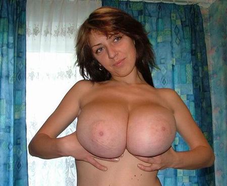 Femme 32ans Nimes avec une grosse poitrine cherche des mâles serviles et rampants