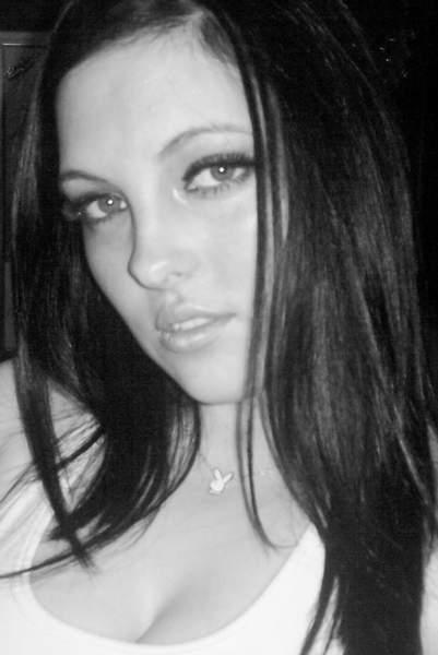 Femme Marseille 27 ans sexuellement dominatrice cherche partenaire pour découvrir des sensations