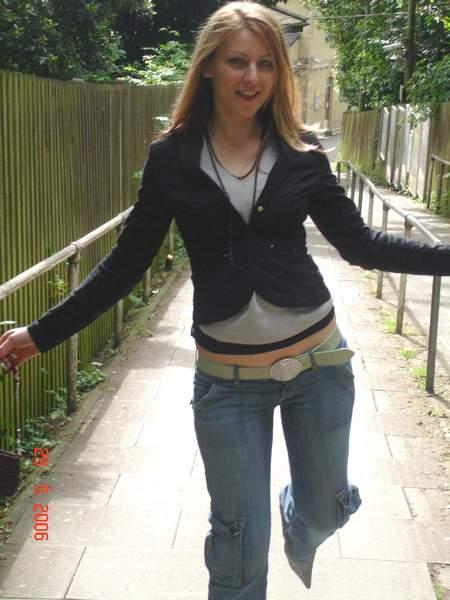 Jeune femme douce caline et sexy recherche homme pour plan cul sur Chambéry