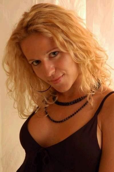 Femme sur Avignon cherche un beau mec pour apres midi coquin