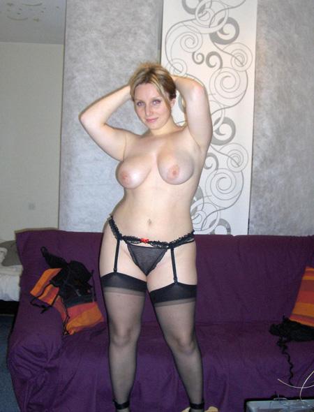 Femme Amiens bi recherche homme/couple pour assouvir tout ses désirs
